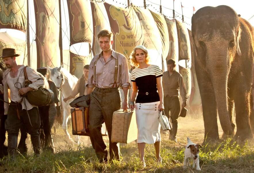 De l'eau pour les éléphants (2011), Uggie aux côtés de Robert Pattinson et Reese Witherspoon.