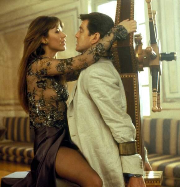 Elle est exquise en James Bond Girl dans Le monde ne suffit pas de Michael Apted (1999)