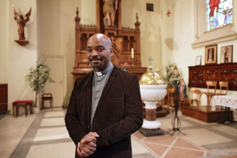 Damien, le père de Rudy, est le prêtre de la paroisse