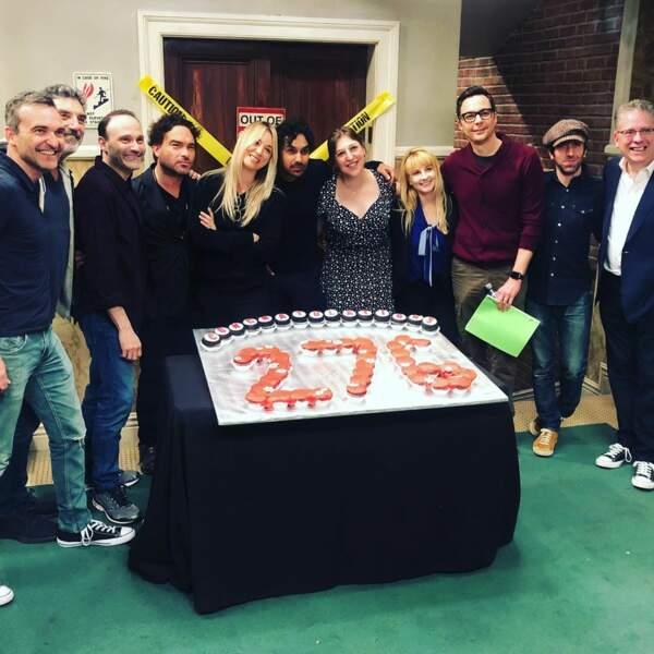 Le casting de The Big Bang Theory tout sourire pour son 276ème épisode, un record pour une série tournée en public.
