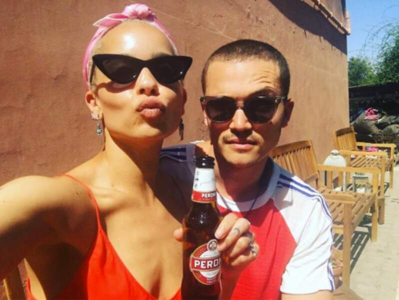 Zoë est en couple depuis plusieurs mois avec Karl Glusman, lui aussi acteur