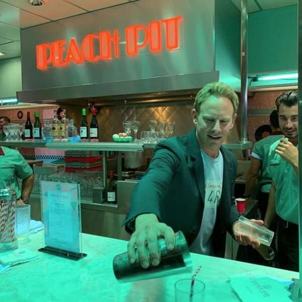 Un p'tit cocktail servi par Ian Ziering, ça vous dit ?