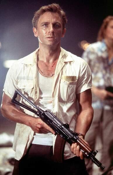 Négligé en marcel et chemise de baroudeur pour jouer les rivaux d'Angelina Jolie dans Lara Croft : Tomb Raider.