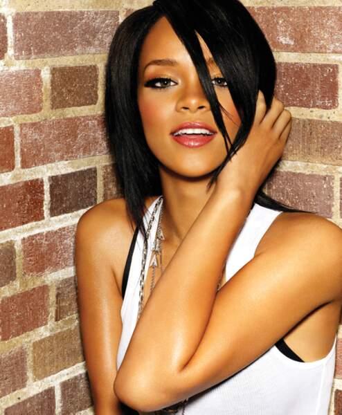 Rihanna change de coiffure comme de chemise.