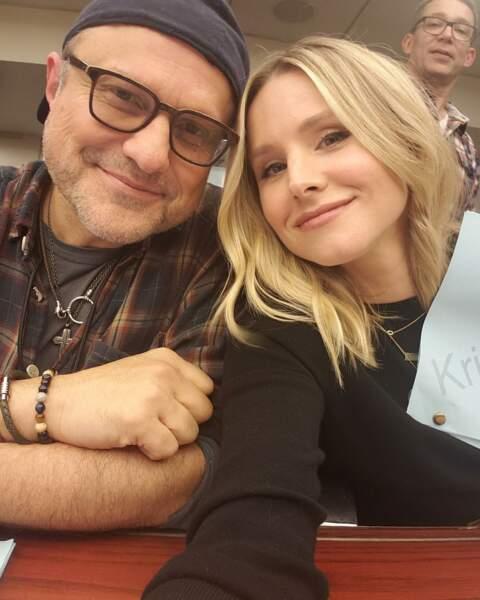 Photo de famille pour Kristen Bell et son père dans Veronica Mars, Enrico Colantoni, sur le tournage de la saison 4