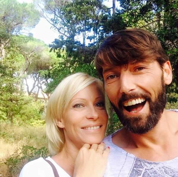 Laurent Kerusoré profite d'un tournage en extérieur avec sa copine Rebecca Hampton