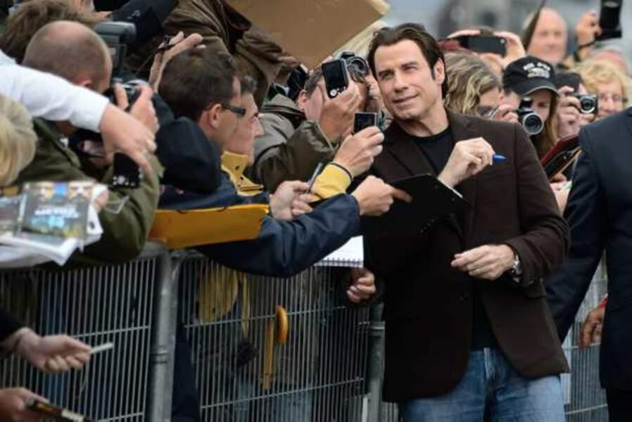 Bain de foule pour John Travolta