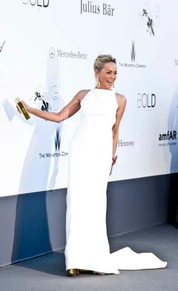 Sharon Stone, maîtresse de cérémonie de blanc vêtue