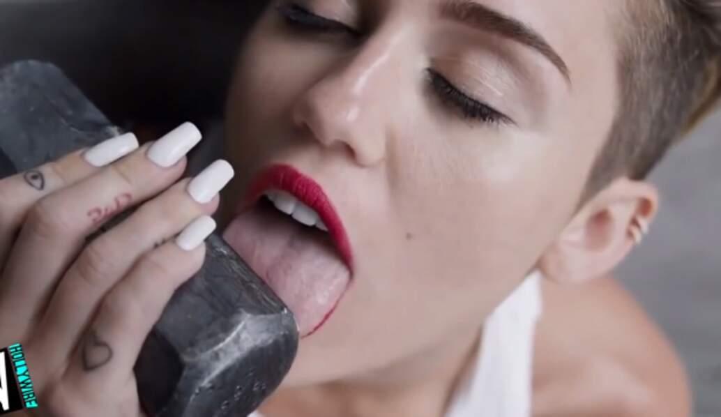 Miley Cyrus sort sa nouvelle arme : sa langue !