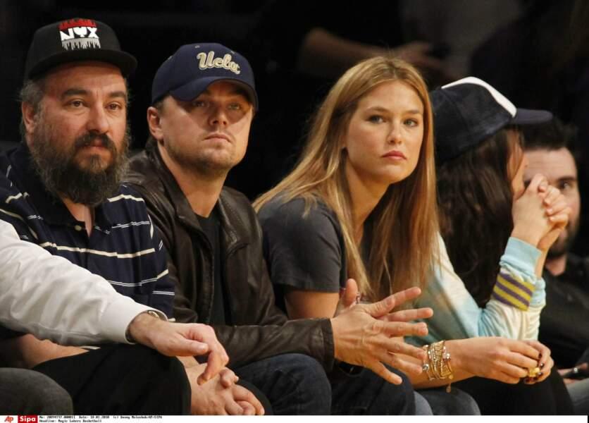 Avec elle, Leo aime aller voir des matchs de basket (il est fan)