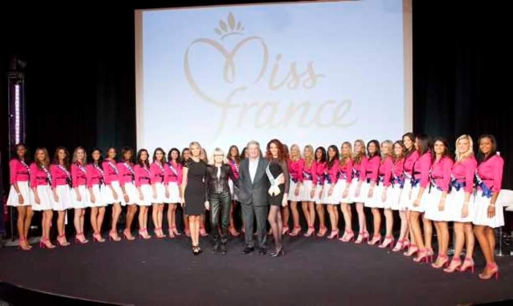 Les 33 Miss entourées de Delphine Wespiser, Mireille Darc, Alain Delon et Sylvie Tellier