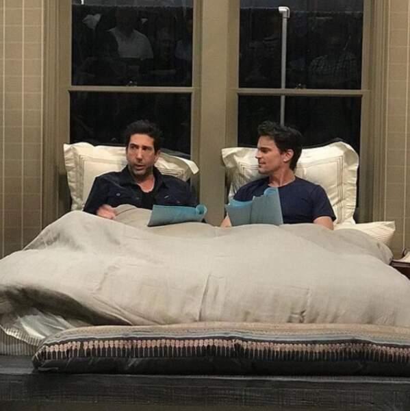 Mais que font David Schwimmer et Matt Bomer dans un lit ?