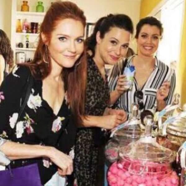 Les filles de Scandal font du shopping ensemble