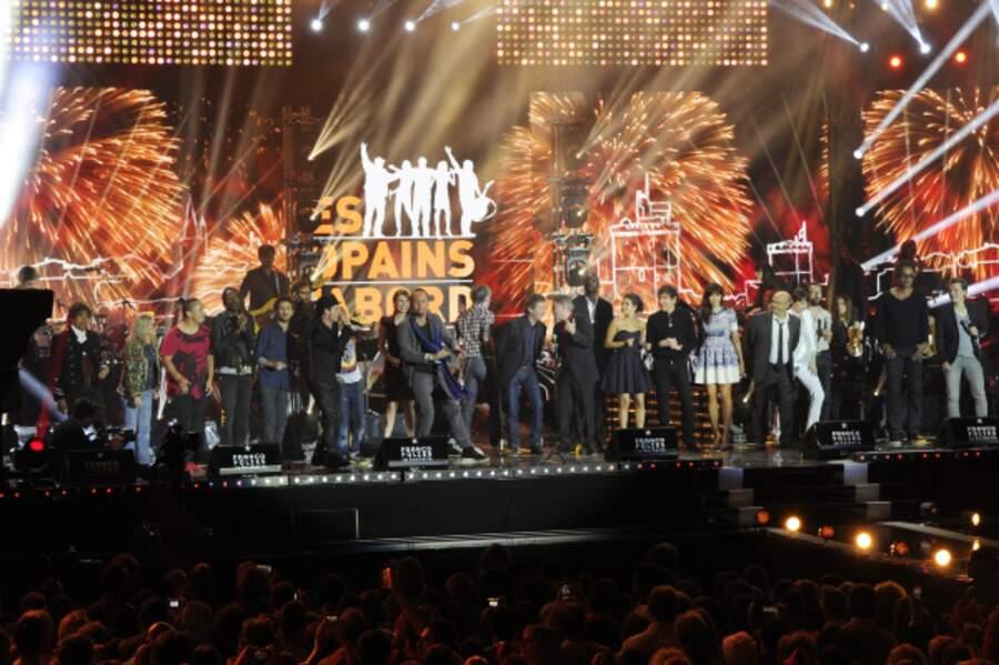 Tous les artistes se sont retrouvés sur scène pour chanter Les Copains d'abord