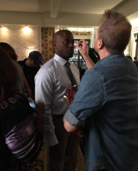 Petits raccords maquillage pour Taye Diggs, en plein tournage d'Empire