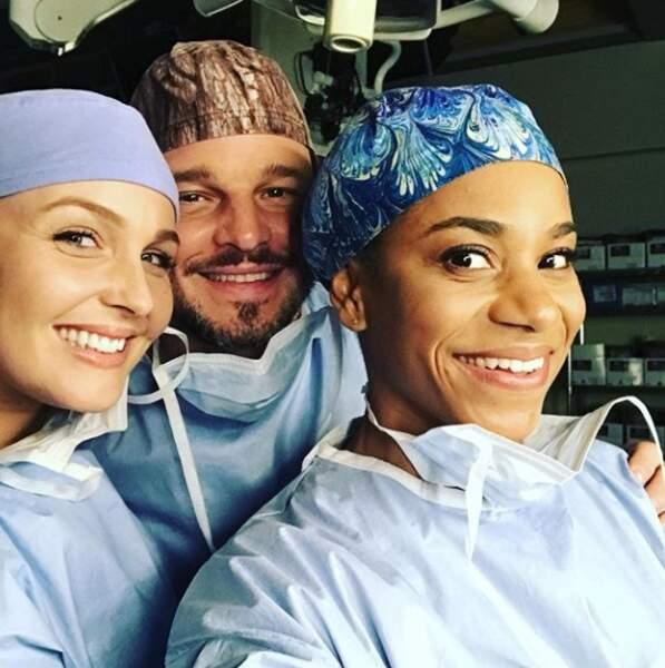 Prendre un selfie, c'est tout un art sur le plateau de Grey's Anatomy...
