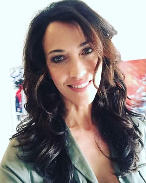 Voici le look de Linda Hardy dans Demain nous appartient et le nom de son personnage : Clémentine Doucet