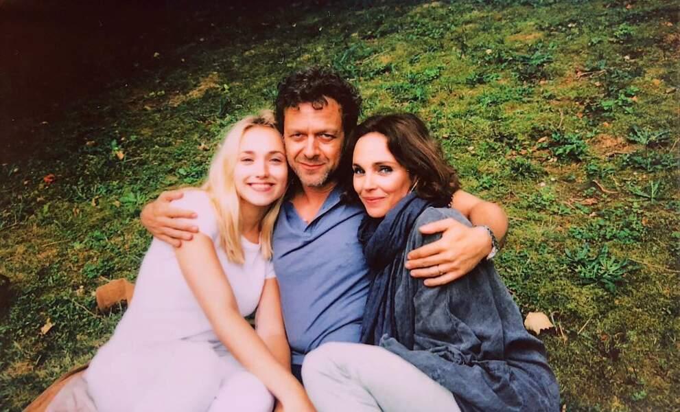 Chloé Jouannet a posté une photo touchante du tournage d'Infidèle avec Claire Keim et Jonathan Zaccaï