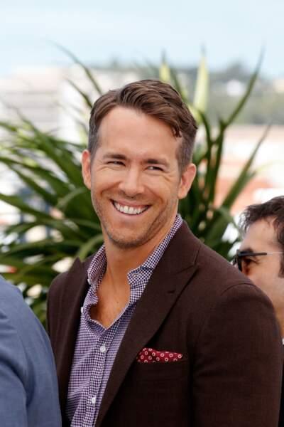 Après son épouse Blake Lively jeudi soir, Ryan Reynolds a illuminé la Croisette
