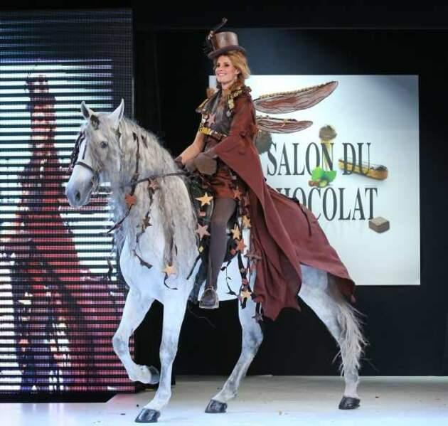 L'ex-Miss France Sophie Thalmann à cheval dans une robe imaginée par Frédéric Cassel et Model