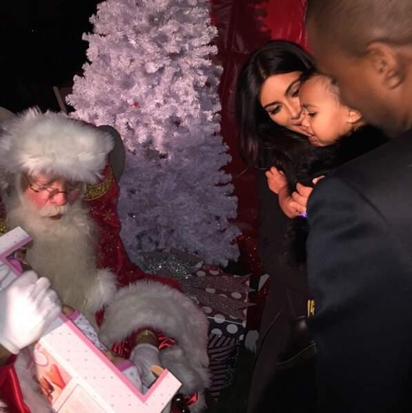 Le fils de Kim Kardashian et Kanye West est un garçon comme les autres, qui rencontre le Père Noël