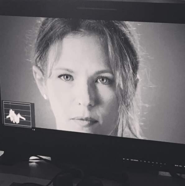 Lorie a l'air très sérieuse dans Demain nous appartient, le nouveau feuilleton de TF1