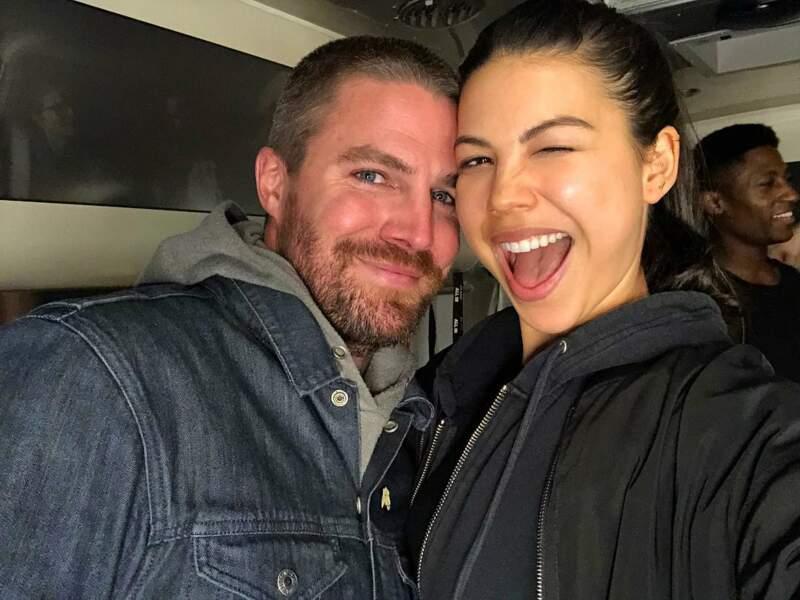 Stephen Amell ne tarit pas d'éloges concernant sa nouvelle petite soeur de fiction dans Arrow
