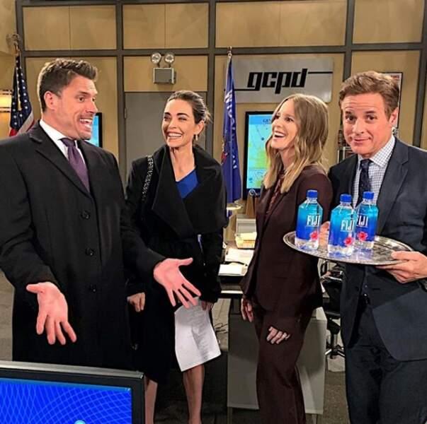 """Quand Les Feux de l'amour parodient la """"Fiji Water Girl"""" des Golden Globes"""