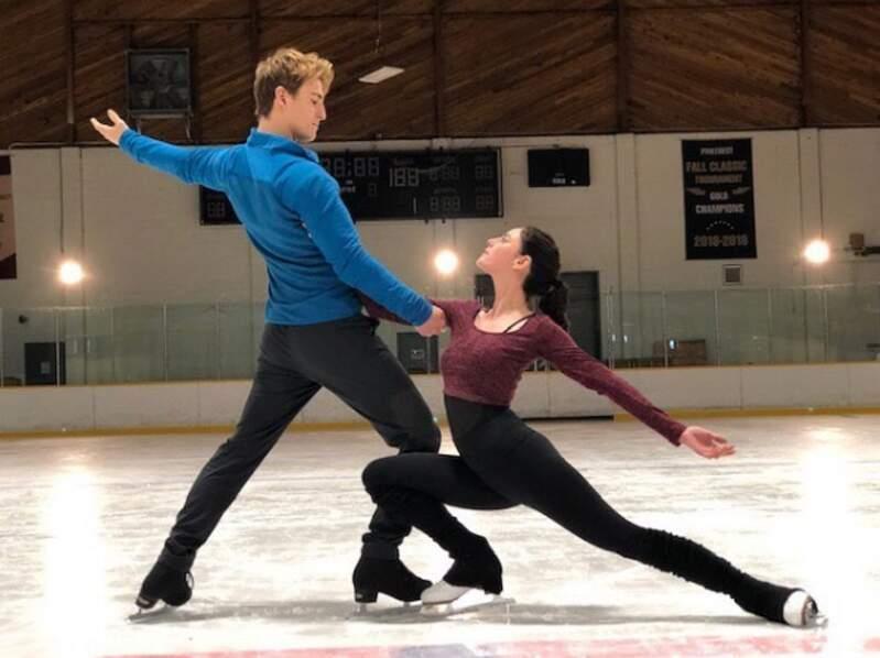Pour Netflix, Kaya Scodelario s'entraîne sur la glace ! La future série s'intitule Spinning Out !