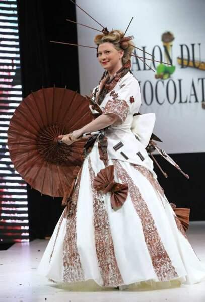 Cécile Bois, alias Candice Renoir sur France 2, magnifique dans cette robe asiatique