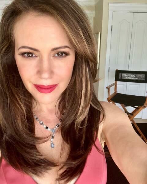Alyssa Milano, en grande dame, tourne Tempting fate…