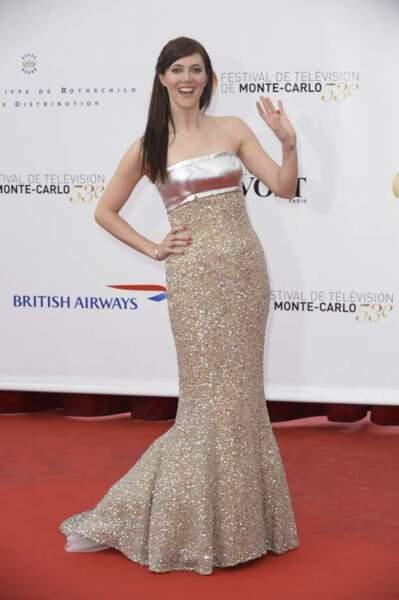 Sandra Lou dans une jolie robe