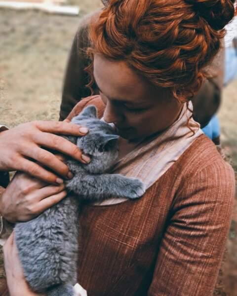 Sophie Skelton présente le nouveau personnage trop mignon de la saison 5 d'Outlander