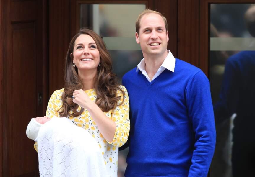 It's a girl ! Kate et William présentent leur princesse à la sortie de la maternité