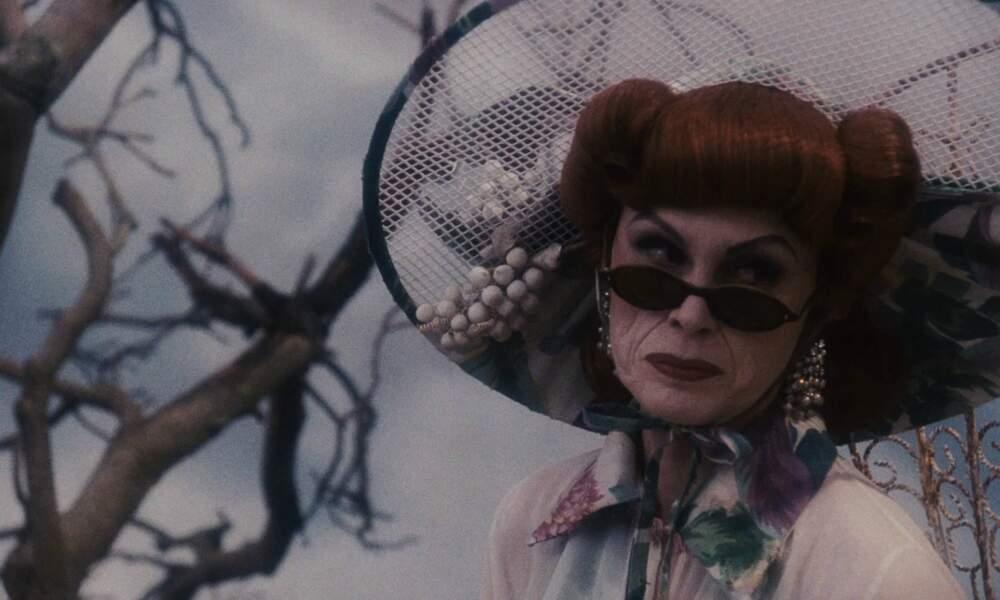 La tante Spiker (Joanna Lumley) dans James et la pêche géante