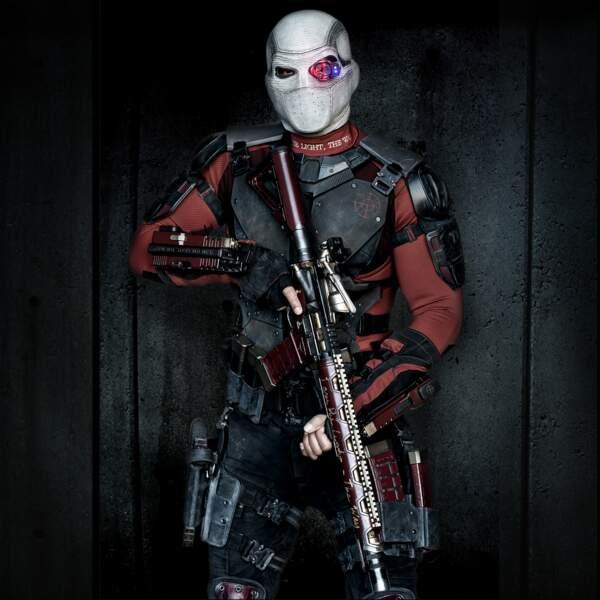 Deadshot (Will Smith). Son arme ? Des fusils accrochés aux poignets