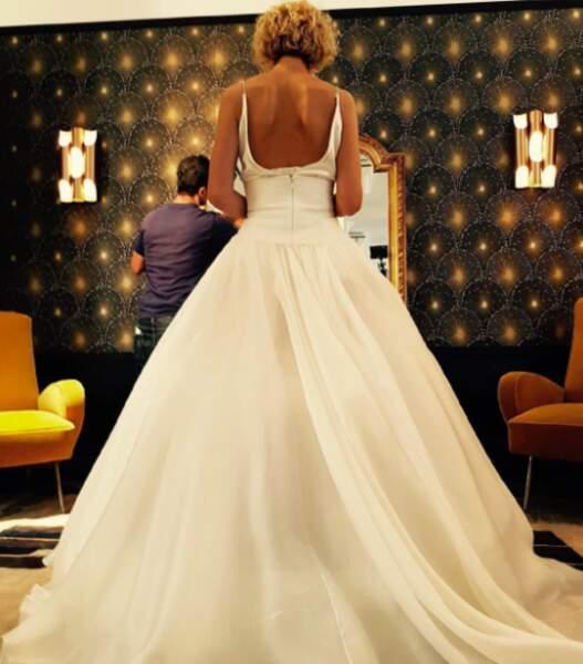 Wow ! L'actrice est sublime en robe blanche... Mariage en vue ? Non, c'est juste pour le film L'embarras du choix
