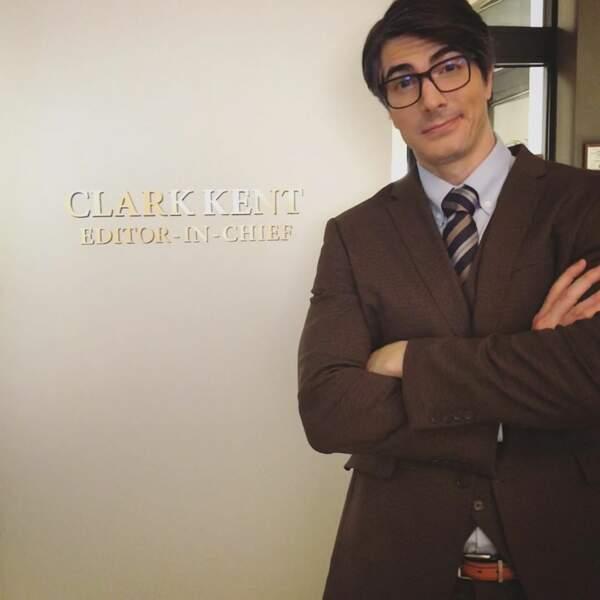 Brandon Routh devant le bureau du célèbre journaliste Clark Kent