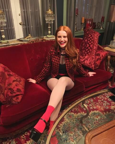 Madelaine Petsch (Riverdale) voit la vie en rouge