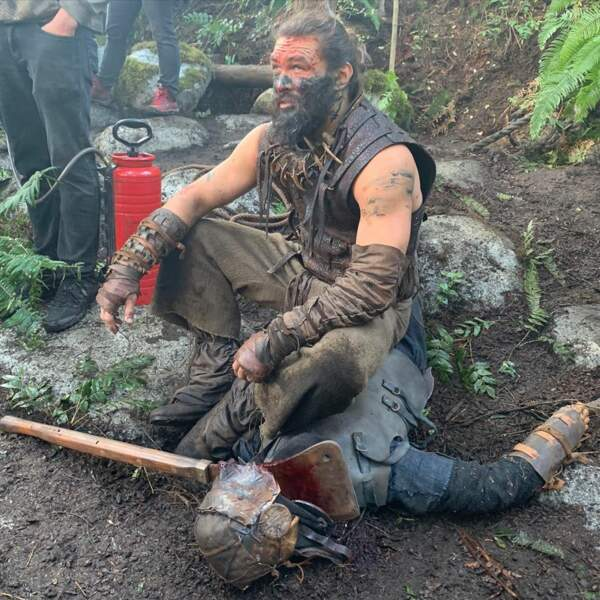 Pour ses rôles, comme ici dans See, nouvelle série d'Apple TV+, Jason Momoa n'hésite pas à se jeter dans la boue…