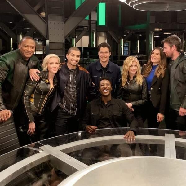 Entre rires et larmes, les acteurs d'Arrow fêtent la fin du tournage ! Une nouvelle vie se profile pour eux…