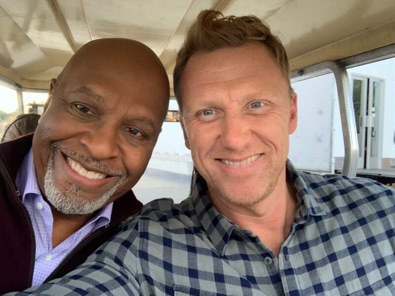 Le Dr Owen Hunt, fier de poser avec le grand Richard Webber (James Pickens.Jr)