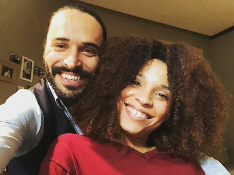 Assaâd Bouab (Hicham) et Stéfi Celma (Sofia) sont heureux de se retrouver pour le tournage de cette nouvelle saison ! Une belle complicité