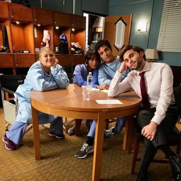 Entre deux prises, les internes de Grey's Anatomy se reposent