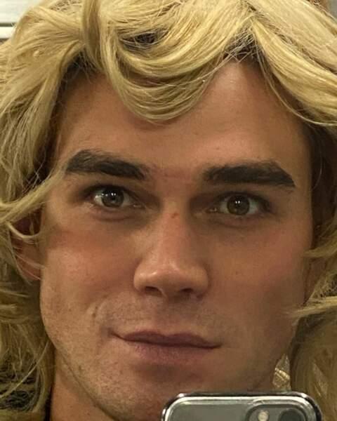 Euhh...Claude François sera-t-il dans la saison 4 de Riverdale ?