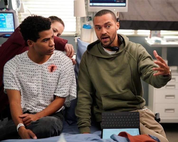 Après avoir été sauvé par les pompiers de Station 19, il est temps pour le jeune homme de rencontrer les médecins de Grey's Anatomy