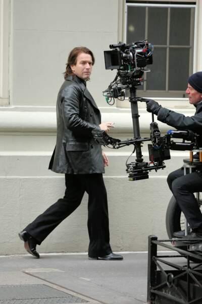 Nouveau look pour une nouvelle série : Ewan McGregor arbore un style très différent dans Simply Halston, la fiction de Ryan Murphy pour Netflix