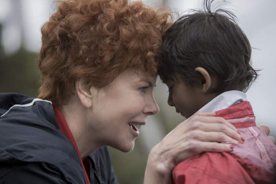 Mère adoptive touchante dans Lion (2017), adapté d'une histoire vraie