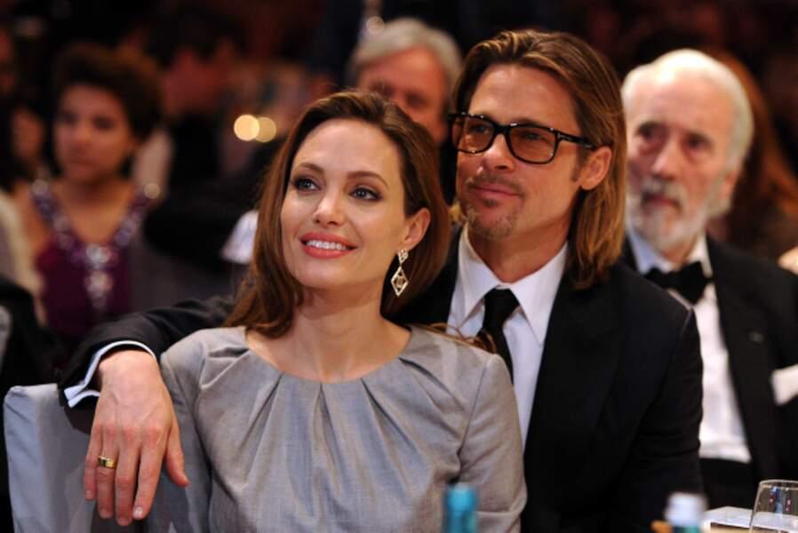 Mais ce sera vraiment explosif avec la bombe Angelina Jolie, qu'il rencontre en 2005
