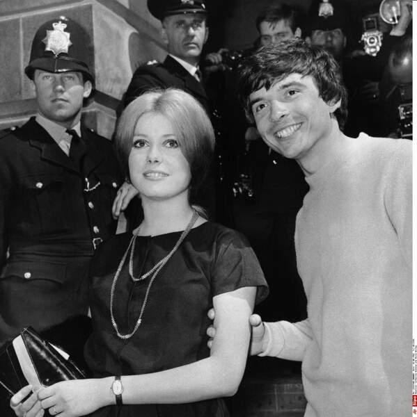Catherine Deneuve épouse à Londres en 1965 le photographe anglais David Bailey